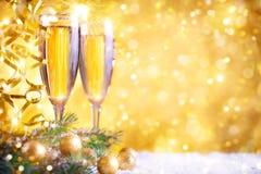 Glad jul och lyckligt nytt år En bakgrund för ` s för nytt år med garneringar för nytt år Kort för ` s för nytt år Royaltyfri Foto