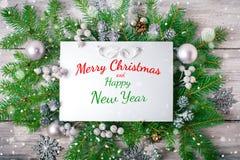 Glad jul och lyckligt nytt år En bakgrund för ` s för nytt år med garneringar för nytt år Kort för ` s för nytt år Arkivbild