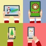 Glad jul och lyckligt nytt år med smartphonen och minnestavlan Royaltyfri Foto