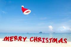 Glad jul på strandtemat arkivbilder