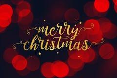 Glad jul skrift och stjärnor med röd Bokeh ljusbakgrund royaltyfri fotografi