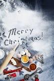 Glad jul som är skriftlig i mjöl royaltyfri foto