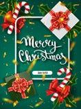 Glad jul som märker hälsningkortet för ferie Guld som skiner Garneringprydnad med med snöflingamodellen Guld- confett royaltyfria foton