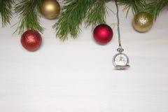 Glad julkort VinterXmas-tema lyckligt nytt år snowing Fotografering för Bildbyråer