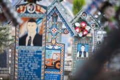 Glad kyrkogård i Sapanta, Rumänien royaltyfri fotografi