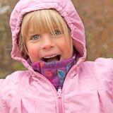 Glad liten flicka royaltyfri fotografi