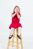 Glad litet barnflicka arkivfoton