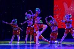 glad sång av akademin för fiskPekingdans som graderar för barn` s för prov den utstående utställningen Jiangxi för prestation för Arkivfoton