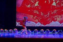 glad sång av akademin för fiskPekingdans som graderar för barn` s för prov den utstående utställningen Jiangxi för prestation för Royaltyfri Bild