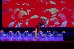 glad sång av akademin för fiskPekingdans som graderar för barn` s för prov den utstående utställningen Jiangxi för prestation för Royaltyfri Fotografi