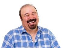 Glad skäggig Caucasian man som högt skrattar Arkivbild