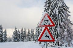 Glad straatteken bij wintertijd na zware sneeuwstormen royalty-vrije stock afbeeldingen