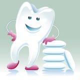 Glad sund tand med shewing gummi Arkivfoton