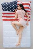 Glad trevlig kvinna som är en amerikansk patriot Arkivfoto