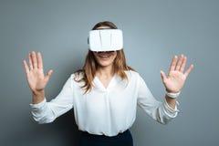 Glad upphetsad kvinna som bär exponeringsglas 3d Royaltyfria Foton