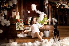 glada lyckliga ferier för jul liten flicka i juldekor Fotografering för Bildbyråer