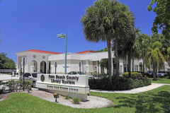 Glades Road Boca Raton Library. Boca Raton, FL, USA - May 9, 2015: Glades Road branch public library sign and building on a sunny day. The Boca Raton Glades Road Stock Photos