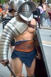 Gladiador na parada histórica dos romanos antigos Fotos de Stock