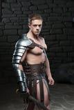 Gladiator με την τοποθέτηση ξιφών Στοκ φωτογραφία με δικαίωμα ελεύθερης χρήσης