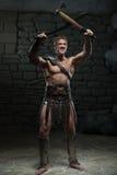 Gladiator με το ξίφος και το τσεκούρι Στοκ φωτογραφία με δικαίωμα ελεύθερης χρήσης