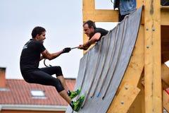 Gladiator Race - extreem hindernisras in La Fresneda, Spanje stock fotografie
