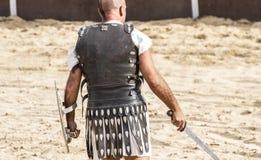 gladiatorn slåss i arenan av den romerska cirkusen, representatio Royaltyfria Bilder
