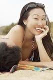 Gladlynt asiatisk kvinna Arkivfoton