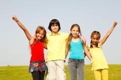 gladlynt barngrupp Arkivbild