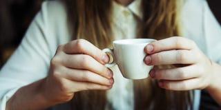 Gladlynt begrepp för vaken för stångdryckavbrott koffein för kafé fotografering för bildbyråer