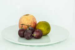 gladlynt blandade fruktfrukter arkivfoto