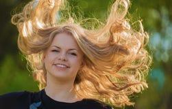 gladlynt blondin Royaltyfri Foto