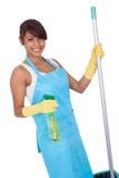 gladlynt cleaninggyckel som har kvinnan Arkivbilder