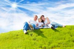 gladlynt familj Fotografering för Bildbyråer