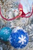Gladlynt ferie av jul lyckligt nytt år Lyckönskan och gåvor Jul vinter, snö Royaltyfri Foto