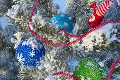 Gladlynt ferie av jul lyckligt nytt år Lyckönskan och gåvor Jul vinter, snö Arkivbild