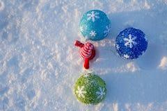 Gladlynt ferie av jul lyckligt nytt år Lyckönskan och gåvor Jul vinter, snö Arkivbilder