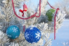 Gladlynt ferie av jul lyckligt nytt år Lyckönskan och gåvor Jul vinter, snö Fotografering för Bildbyråer