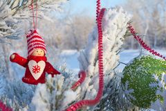 Gladlynt ferie av jul lyckligt nytt år Lyckönskan och gåvor Jul vinter, snö Royaltyfri Fotografi