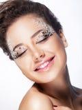 Gladlynt flicka för modemodell - nöje royaltyfria bilder
