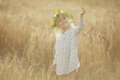 gladlynt flicka little arkivbild