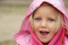 gladlynt flicka little Royaltyfri Bild