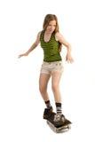 Gladlynt flicka på skateboarden Royaltyfria Bilder