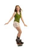 Gladlynt flicka på skateboarden Arkivfoto