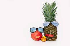 Gladlynt frukt i form av familjen Arkivbild
