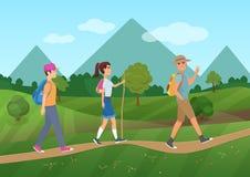 Gladlynt grupp av turister som går på vägen nära bergvektorillustrationen royaltyfri illustrationer