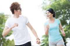 Gladlynt joggers Arkivfoton