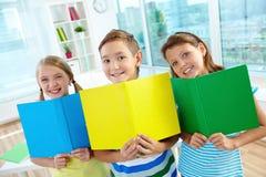 Gladlynt learners royaltyfria bilder