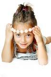Gladlynt liten flicka arkivbilder