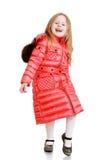 Gladlynt liten flicka i ett rött vadderat lag Royaltyfri Foto