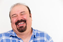 Gladlynt medelålders Caucasian man som högt skrattar Arkivbilder